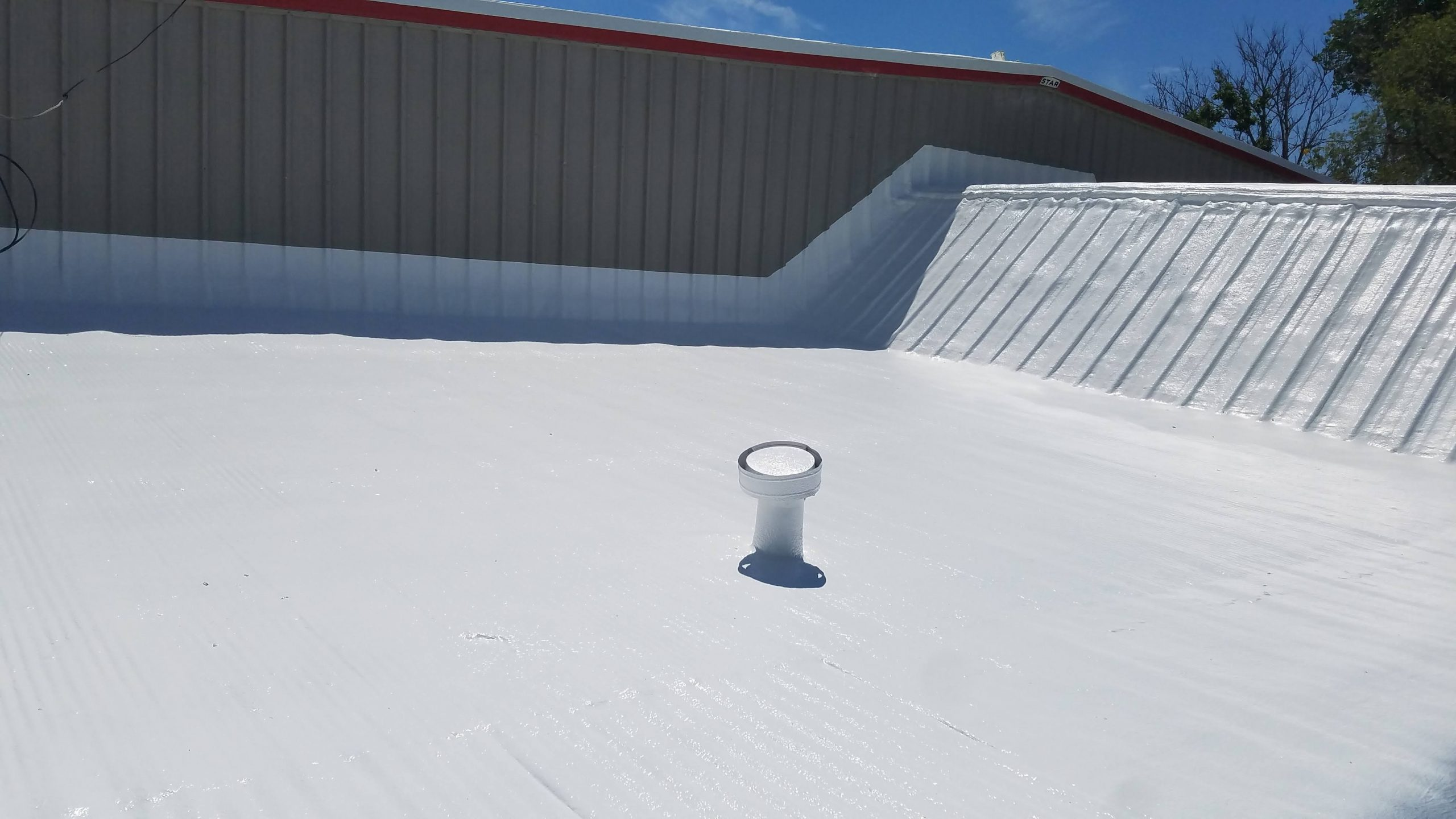 Commercial roofing with out spray foam systems